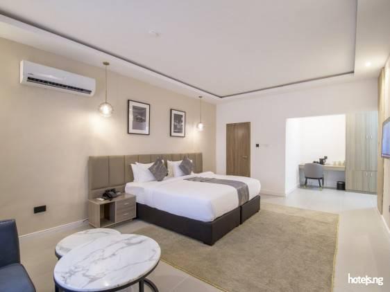 The Corniche Hotel/Bistro